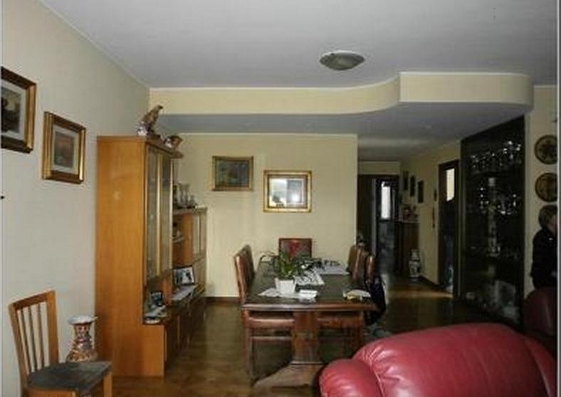 Canegrate negozio con appartamento vendita manor re for Negozio di metallo con appartamento